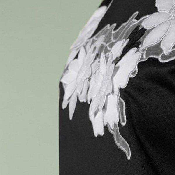 Camiseta flores bordada Tutto Tempo