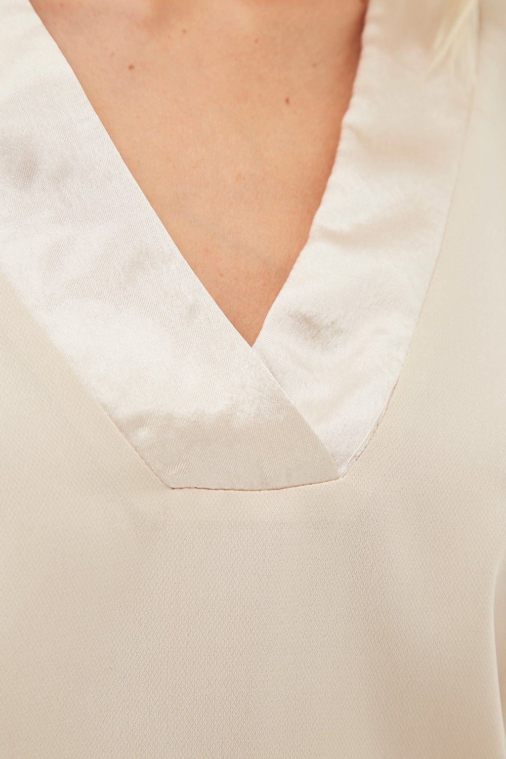 Blusa escote de pico- Tutto Tempo