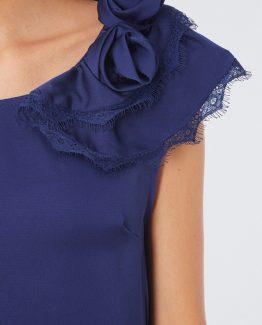 Blusa satinada con flor en el hombro - Tutto Tempo